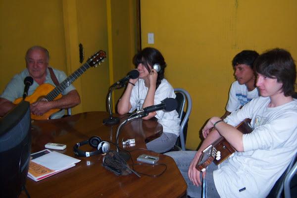 Antonella y Raices de guitarras en Radio Latina Fm 99.7