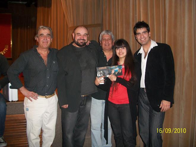 Antonella y el Grupo Emerger :) Conf.  de Prensa