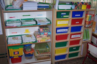 Mi aula de infantil estanter a en donde guardamos los - Estanteria libros infantil ...