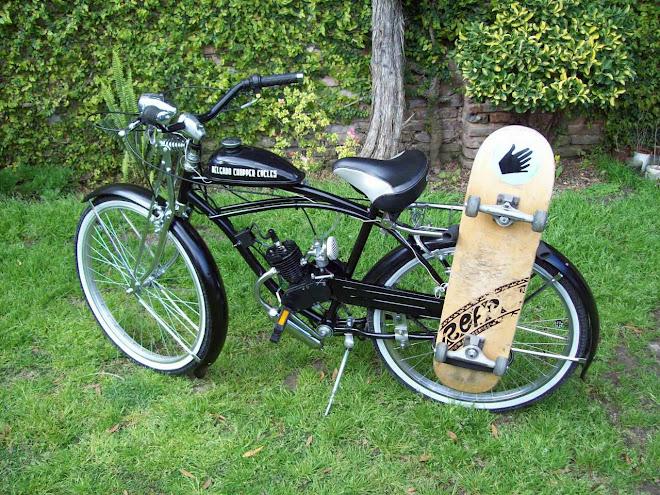 Playera con motor y porta skate