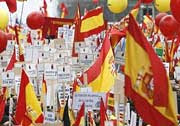 mar de banderas que escuecen (EFE)