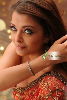 Aishwarys Rai Seavless saree blouse design