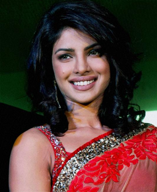 Labels: Bollywood Actresses, bollywood saree wallpapers,