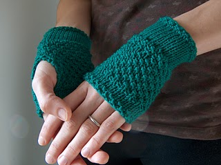 Easy Knitting Pattern Hand Warmers : Roses and Rue: Gorgeous wrist warmers