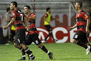 Bida comemorando gol