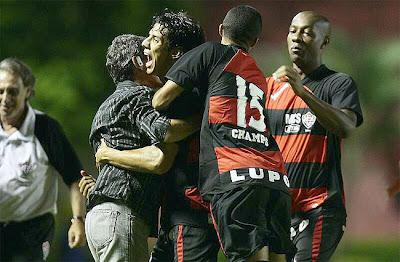 Foto: Vitória 3 x 0 Atlético-MG - 29/04/09