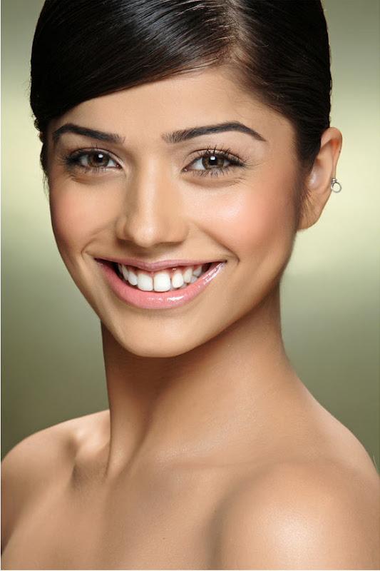 Actress Aparna Bajpai Photoshoot Pics Eesan Heroine Aparna Bajpai Photos navel show