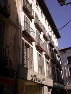 Detalle fachada moderna calle Dicenta de Calatayud