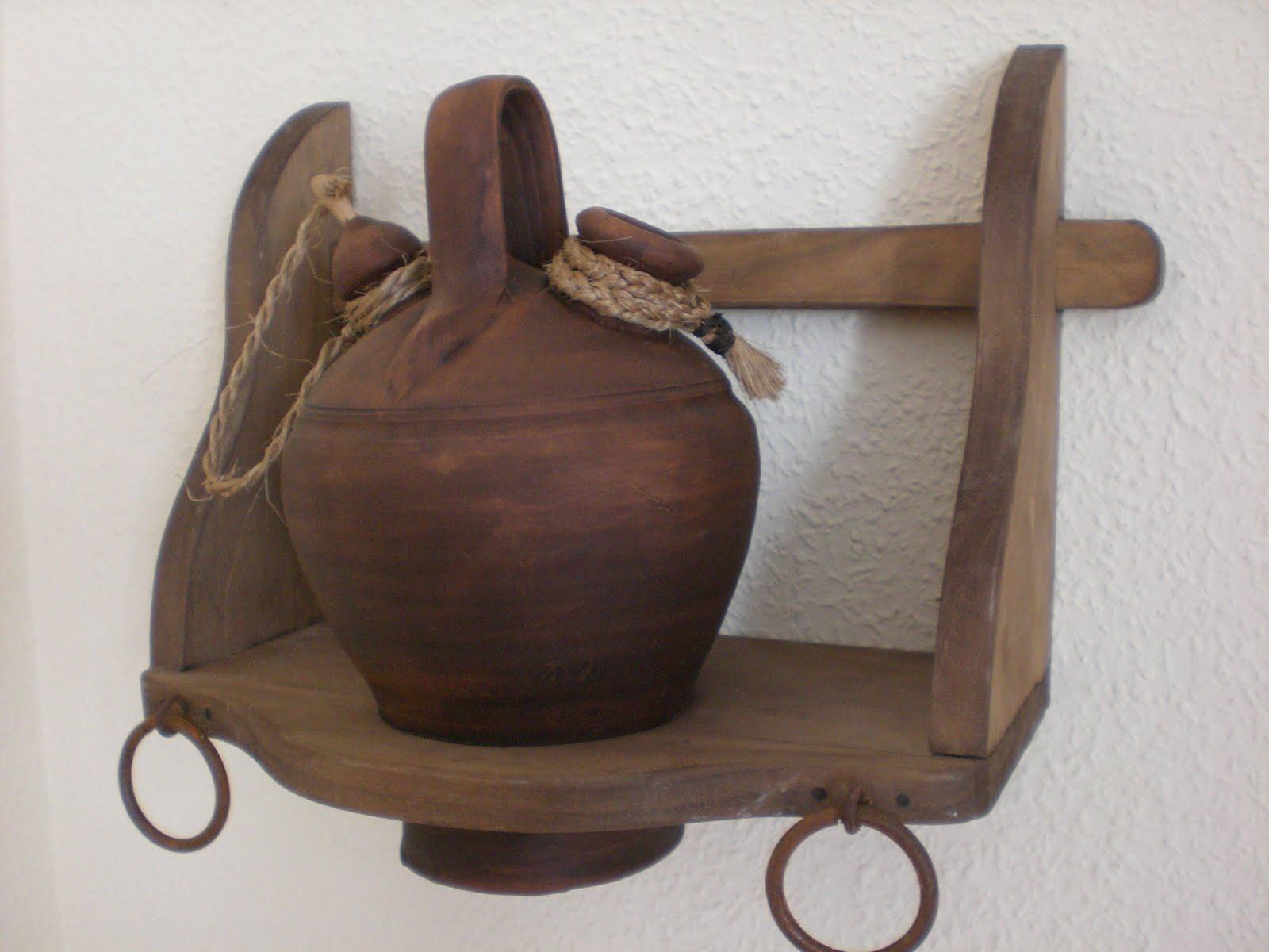 Artesan a r stica en madera botijera de madera con - Botijo de barro ...