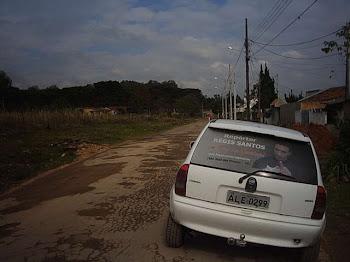 Repórter Régis Santos visita comunidade