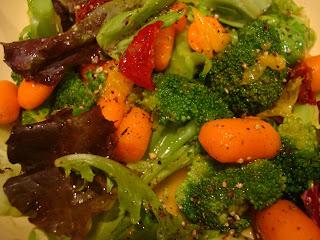Raw vegetable salad mixture