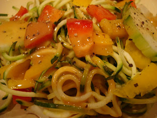 Spiralized zucchini with vegetables drizzled with peanut sauce