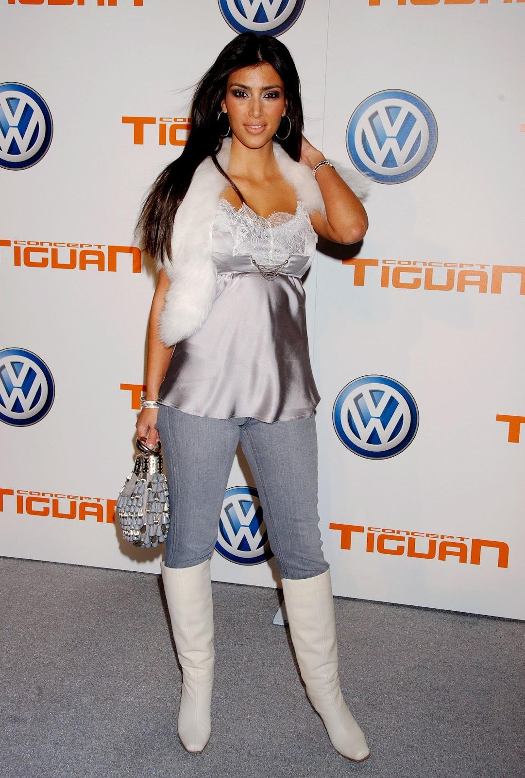 http://1.bp.blogspot.com/_LRzFEyAOGAA/TQnLHnW3WWI/AAAAAAAADz0/F1hBx1o6U1I/s1600/33182_HQCB.net_Kim_Kardashian_02_123_544lo.jpg