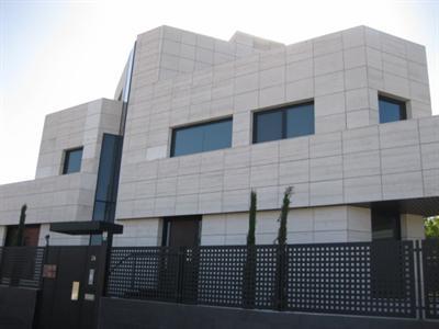 Oficinas madrid edificio de oficinas en alquiler en las for Oficina de correos las rozas