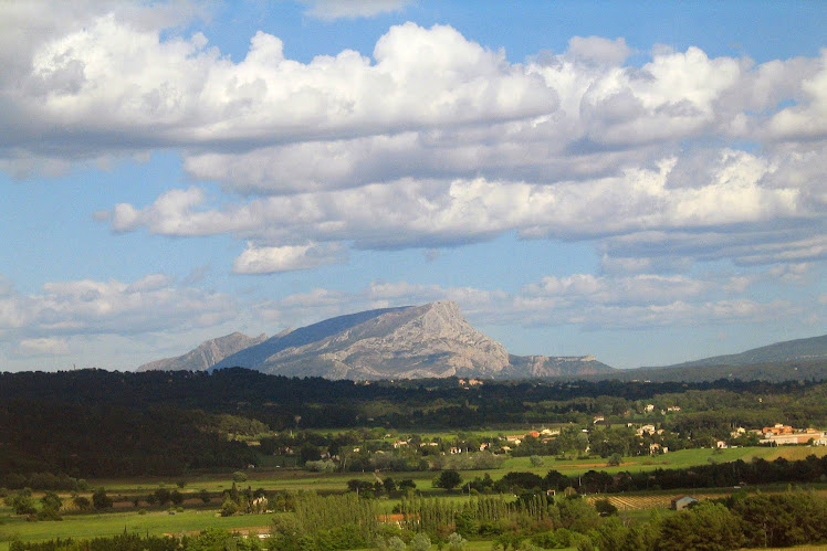 MONTAGNE SAINTE VICTOIRE