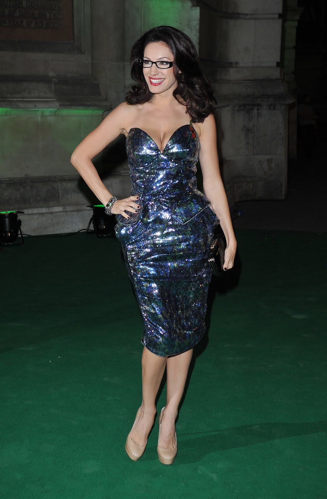 http://1.bp.blogspot.com/_LTi0R8IRkIs/TNxGOTXN4rI/AAAAAAAAE2w/Ro9aDyieNzU/s1600/Kelly_Brook_Spectacle_Wearer_Of_The_Year_Awards_007_123_207lo.jpg