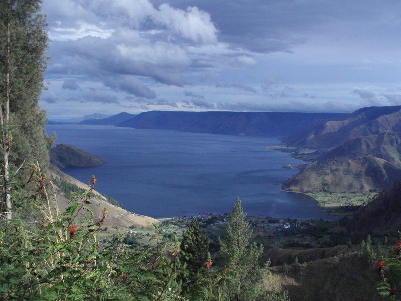 ... contohnya adalah danau toba danau toba adalah sebuah danau vulkanik