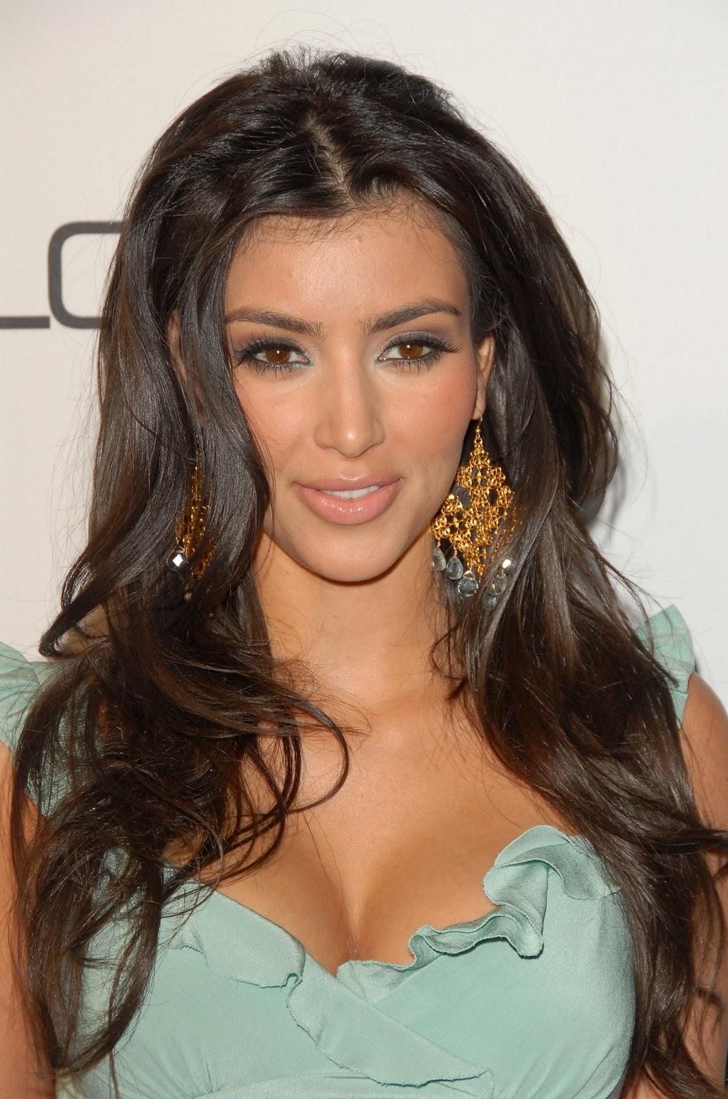 http://1.bp.blogspot.com/_LVklrIcARbI/TRMGNL61xBI/AAAAAAAAAJs/mBkc-XBoFWw/s1600/Kim+Kardashian.jpg