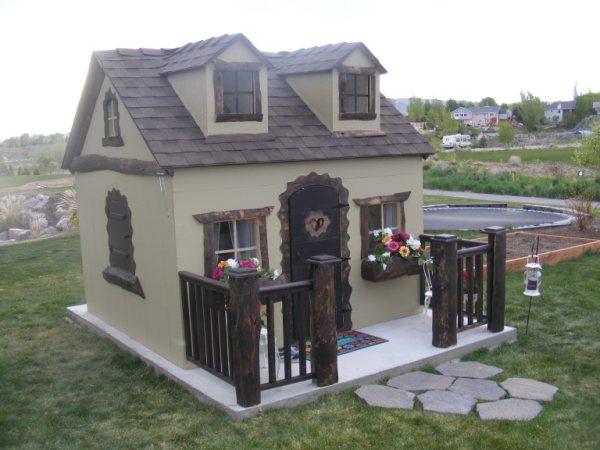 fancy builder fancy cottage chicken coop kids playhouses chicken rh fancybuilder blogspot com little cottage chicken coop river cottage chicken coop ladder