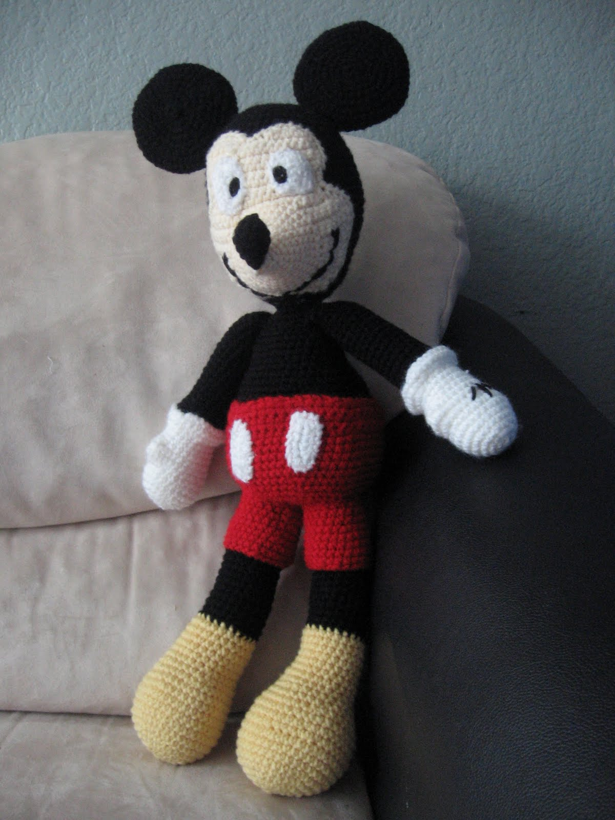 Because Im Awesome: Mickey Mouse Amigurumi