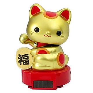gato de la suerte de juguete alimentado con energía solar