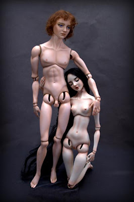 muñecos de porcelana desnudos