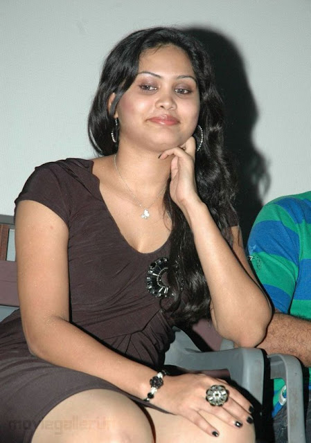 Asmitha Hot Pictures Actress asmitha Hot Leg Show Stills hot images