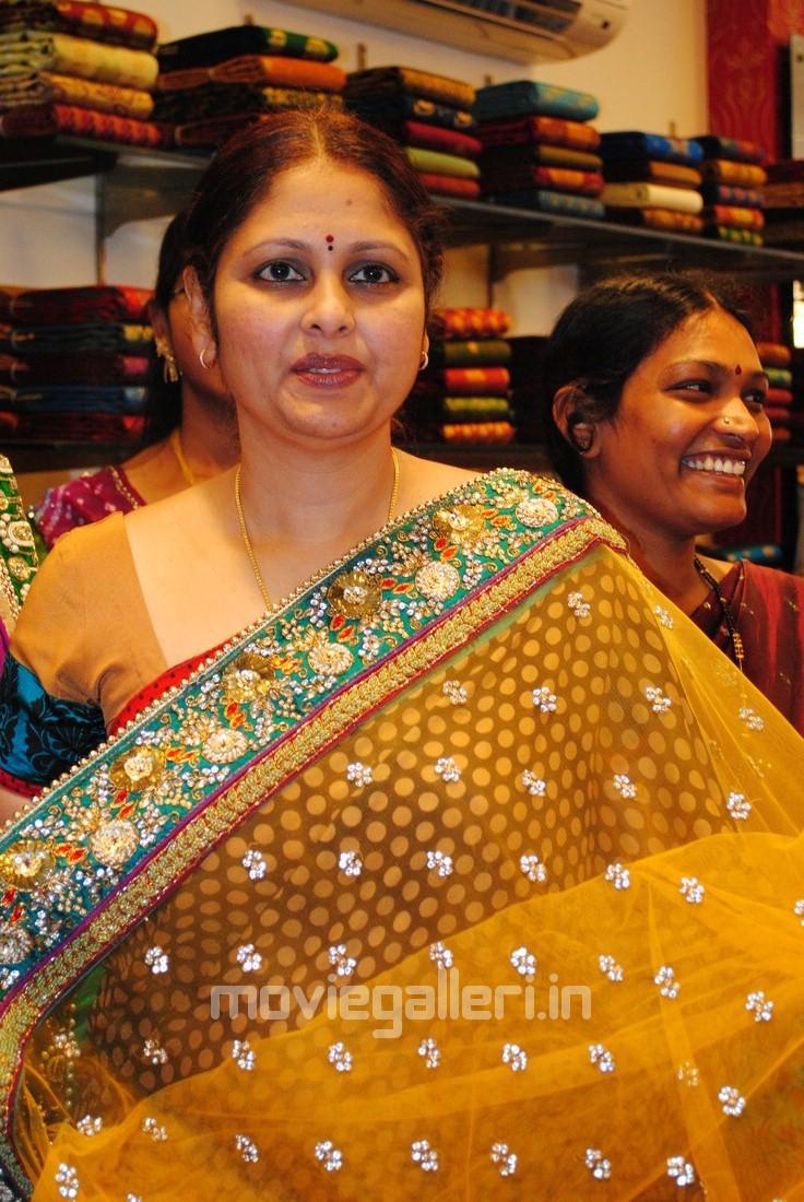 Telugu malgoa aunty jayasudha lanja page xossip