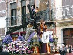 YOLANDA DAMIA FUE JEFA DE PRENSA DEL LEVANTE UD Y VERONICA DE JESUS CON LA CRUZ
