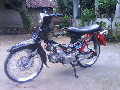 Honda C 70 Modified Drag Racing   Classic and Vintage Motorcycles
