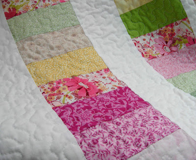 Pretty Petals quilting detail