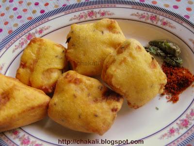 breadchi bhaji, bajji, bhajji, bread pakoda, pakora, mansoon special bhajji