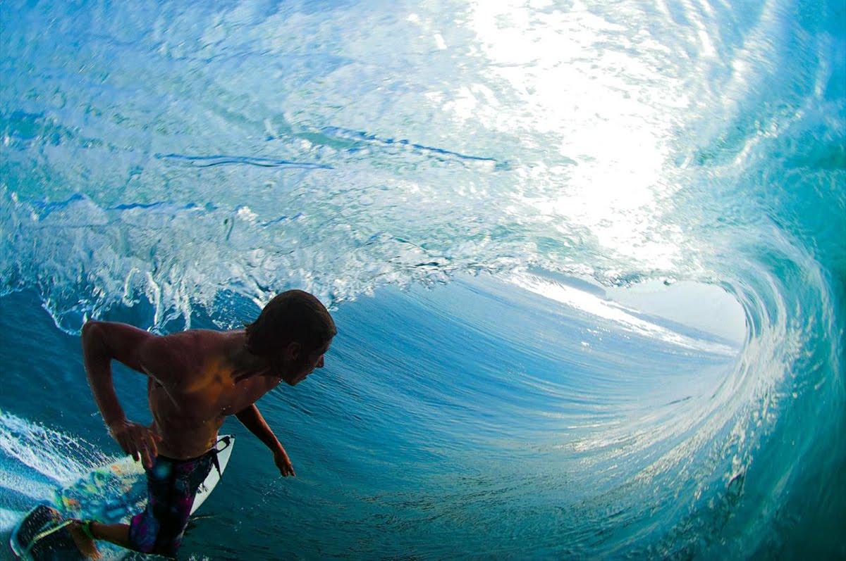 http://1.bp.blogspot.com/_LmAehMaoipE/TNGFT4PCDGI/AAAAAAAAAvw/MwwF2yw3ki0/s1600/surfing-wallpaper.jpg