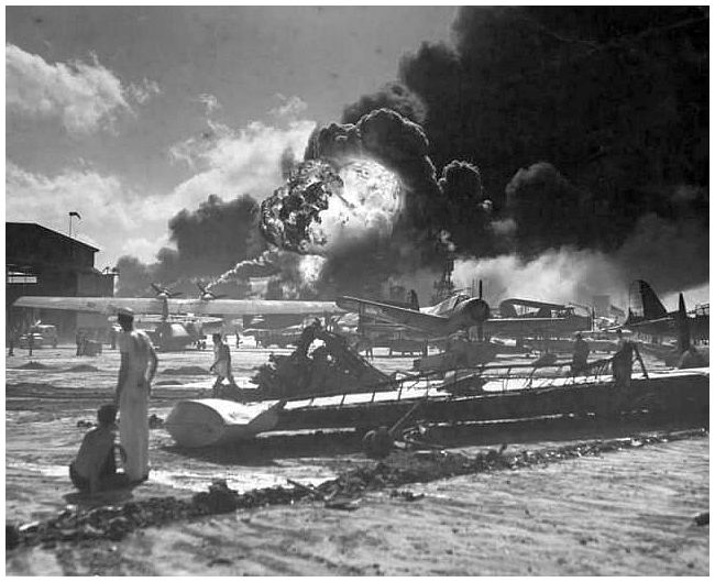 a history of the attacks on pearl harbor in the pacific theater of wwii Japan's attack on pearl harbor in december 1941 was one of the most  aircraft  carriers, crossed the western pacific to hawaii without being seen  debate  about whether to become involved in the second world war.