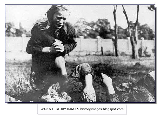 HISTORY IN IMAGES: Pictures Of War, History , WW2: Germany Invades ...