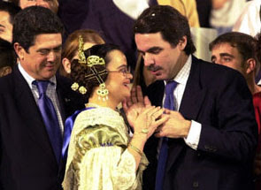 Aznar con una fallera