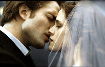 http://1.bp.blogspot.com/_LqhFS0cO5nM/SnbPB2MBIlI/AAAAAAAAGHw/KFR8RunPAYU/s400/Edward-Bella-s-Wedding-3-breaking-dawn-6362839-400-256.jpg