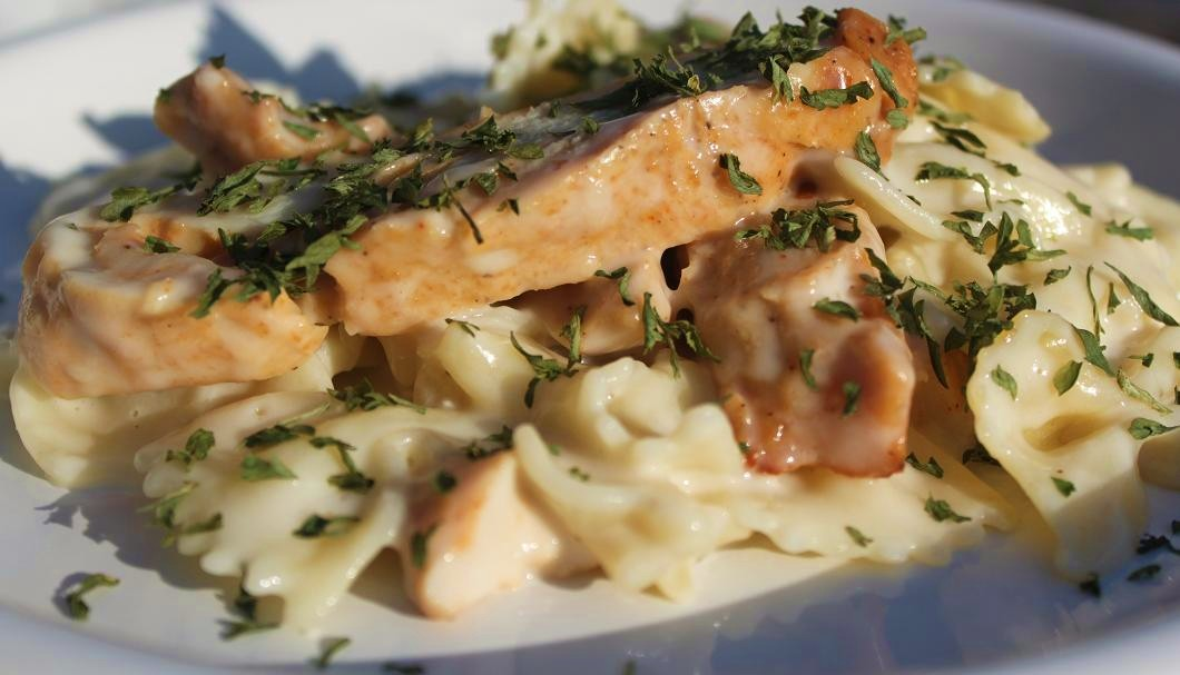 chicken with bow tie pasta and parmesan sauce