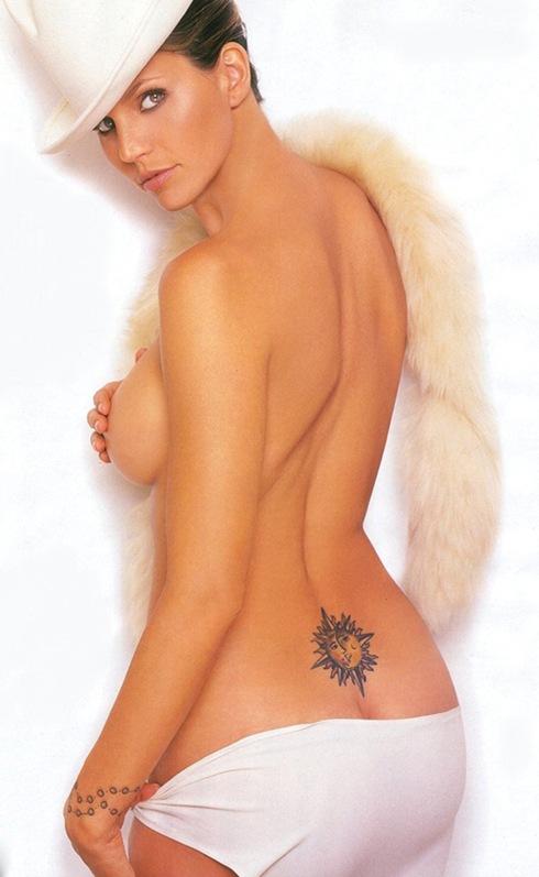 Sexy Model with Beautiful Tattoos. Diposkan oleh indonesia di 21:00 Tidak ...