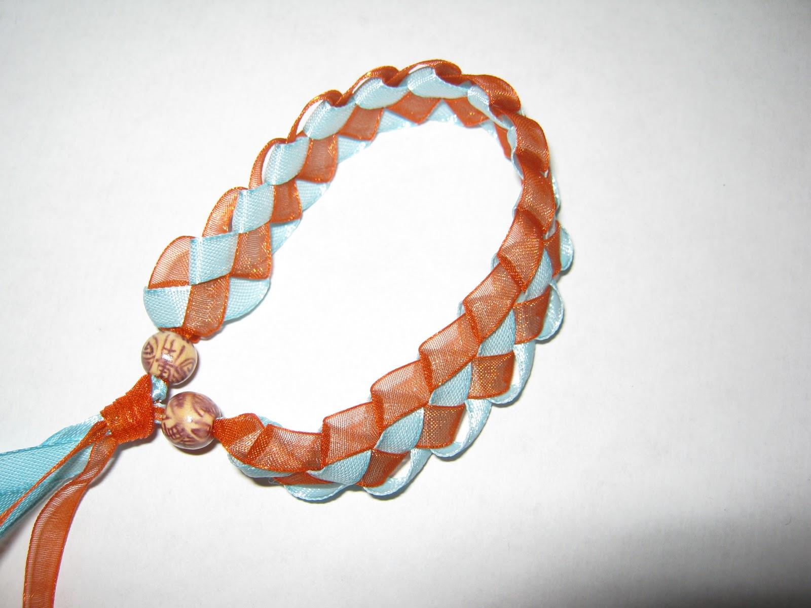 Как сделать браслет из ленточек на руку