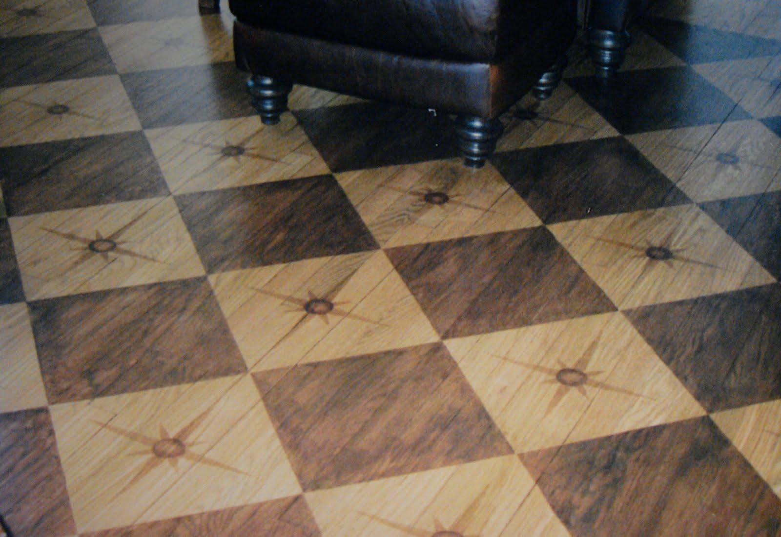 Floors pattern interiors design painting floors small for Hardwood floor designs