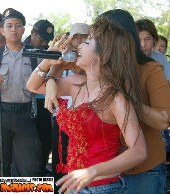 ... Poto Bugil on Dewi Persik Bugil Artis Indonesia Dipegang Toketnya Jpg