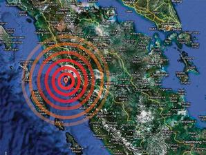KUMPULAN FOTO Lokasi KORBAN Gempa Terbaru Padang 2009 Sumbar Sumatera Barat Indonesia HANCUR Digoyang GEMPA