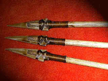 Pontas de flecha em osso lapidado ou  madeira.