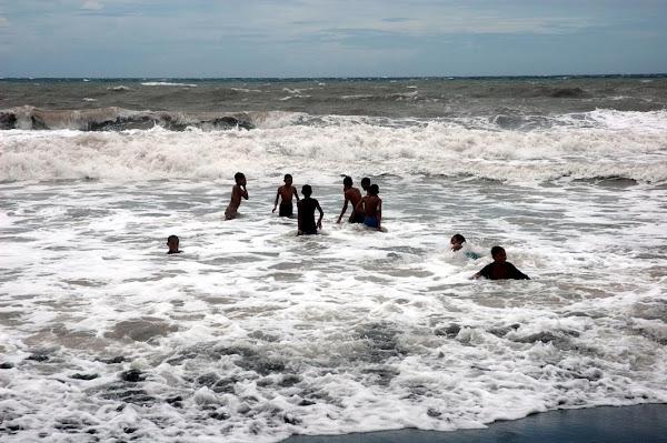 Pantai Paseban Dalam Jepretan Kamera
