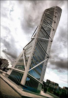 la ciudad de valencia cuna de calatrava en la cual el arquitecto tiene por desarrollar varios edificios pblicos desea construir cuatro rascacielos