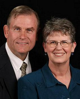 Elder David y Hna. Pam Johnson