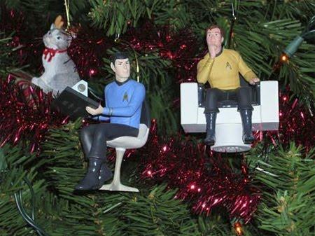 [14+Unusual+Christmas+Ornaments+13.jpg]