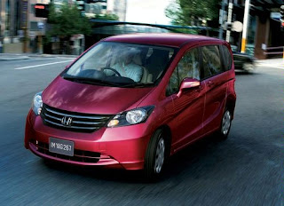 Gambar Mobil Honda Freed 2009 Red Color and Review