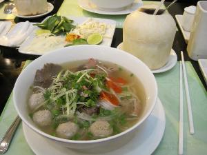 "Pho"" Masakan Kebanggaan Orang Vietnam"